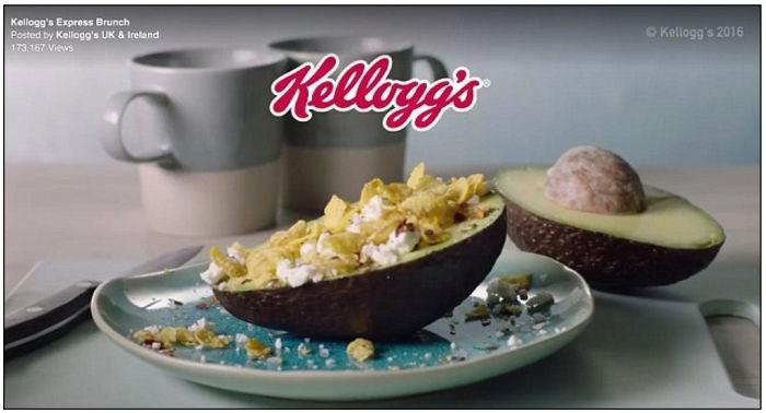 pub présentant un petit-déjeuner à base d'avocat féta et de Corn Flakes